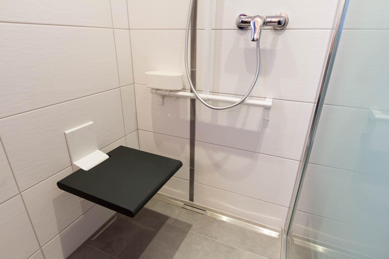 r novation d une douche au landeron. Black Bedroom Furniture Sets. Home Design Ideas