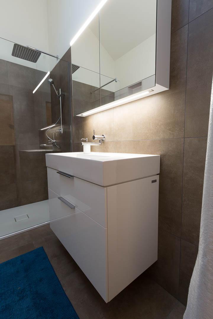 r novation d une salle de bain hauterive. Black Bedroom Furniture Sets. Home Design Ideas